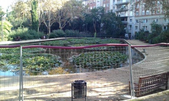 Zona del lago del Turó Park cerrada.