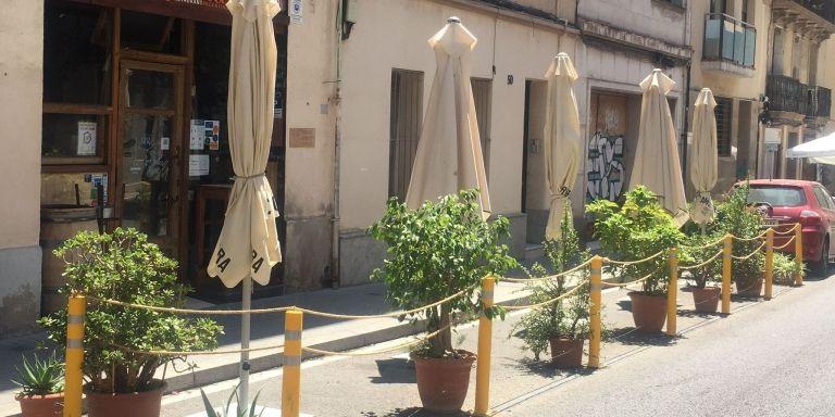 Los tiestos de la terraza del restaurante Mi Gràcia que le han valido una multa de 750 euros / MI GRÀCIA