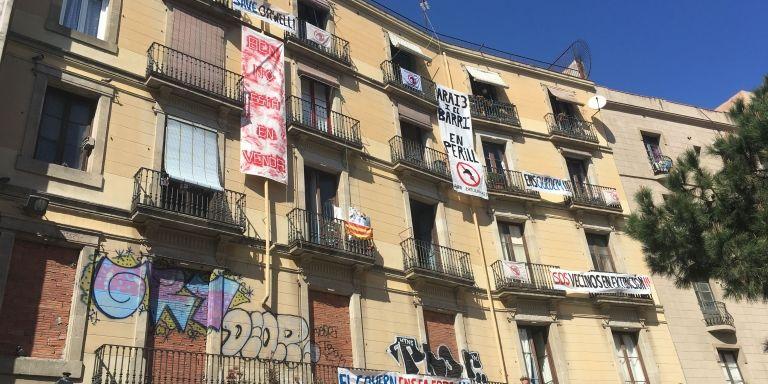 La plaza de George Orwell se alza contra la especulación y la expulsión del barrio / PAULA BALDRICH