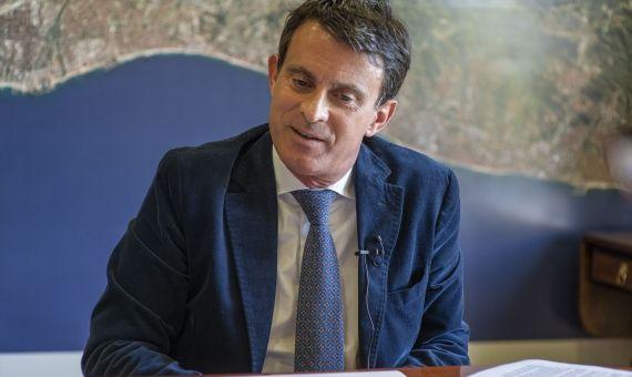 Manuel Valls durante la entrevista en su sede